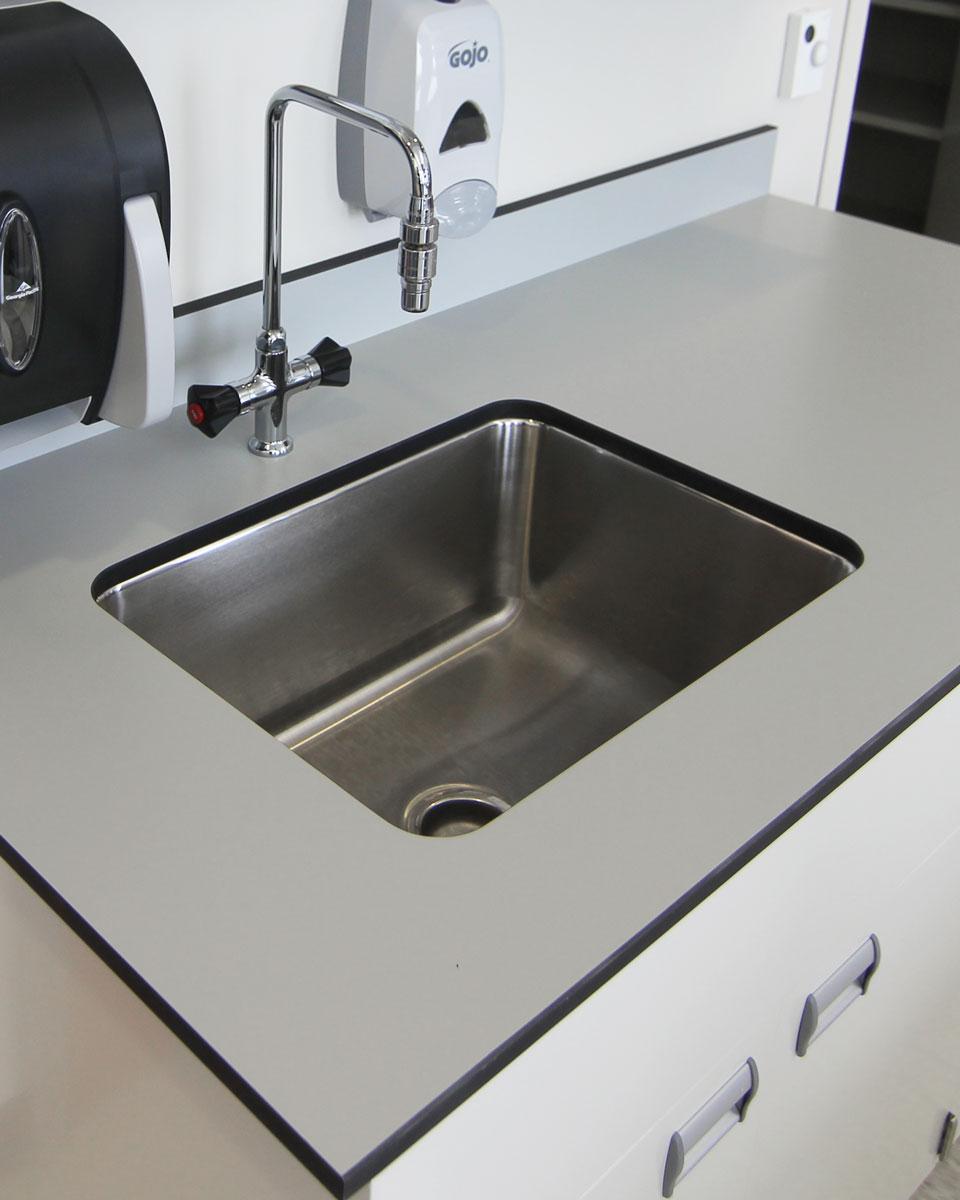 Laboratory Work Tops & Sinks in Epoxy & Trespa - A.T. Villa