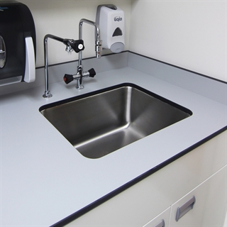Laboratory Work Surfaces & Sinks in Epoxy Resin, Phenolic Resin and Stainless Steel
